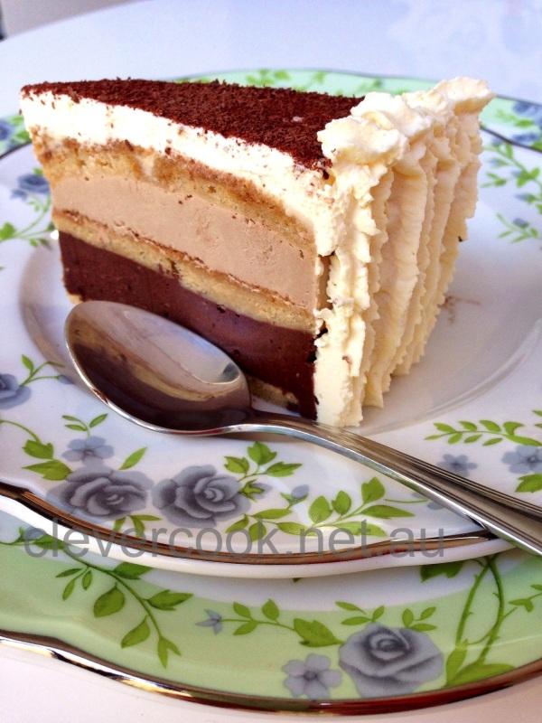 Almost raw, very vegan Tiramisu cake